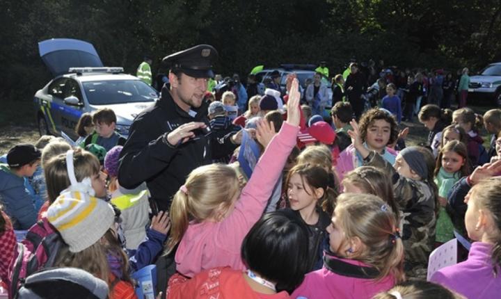 Školáci kontrolují řidiče v okolí škol