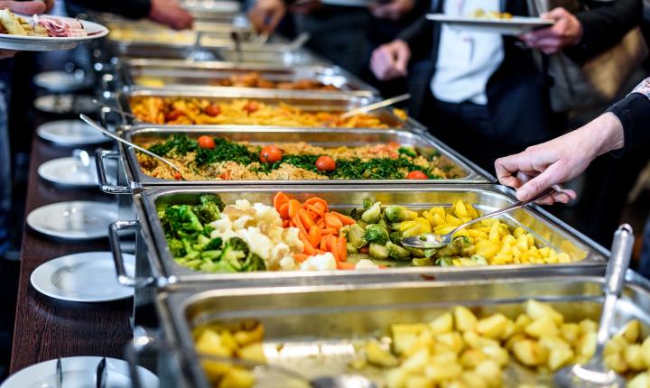 Teplý oběd pro lidi bez domova