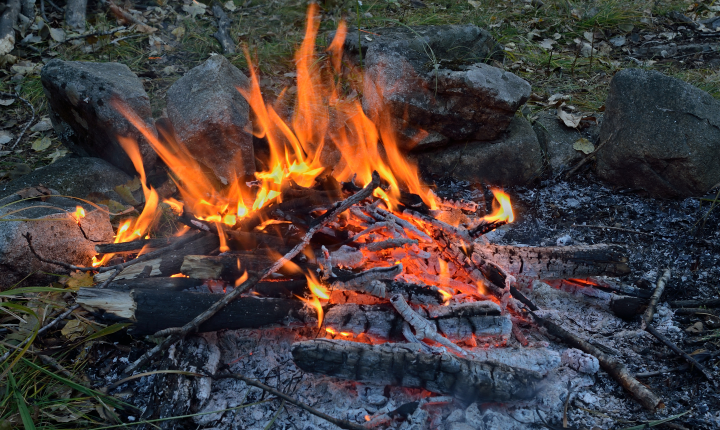 Hasiči doporučují odložit pálení čarodějnic na klidnější dobu